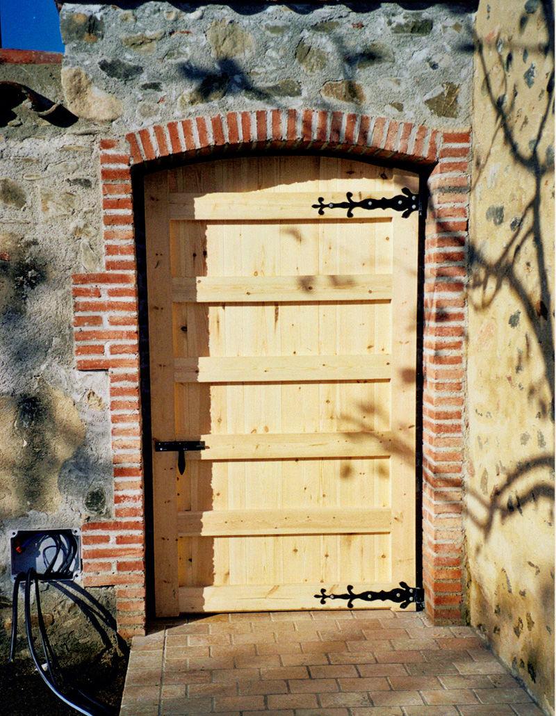 Porta de fusta clara